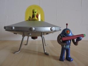 写真⑩ むむむ・・UFOです。 金属ボデーなのでカッチョええです。★★