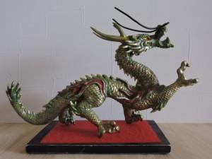 写真⑬ 我が家にずーーーーーーーーーーっと昔からある龍の置物です。なになに江戸時代からあるのかってが?怒! マジでカッコイイでしょ・・・幼少の頃は怖かったな・・・