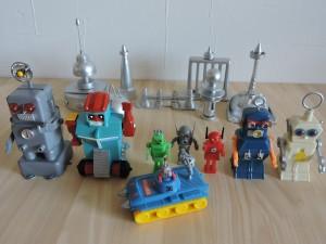写真⑮ みんな持ってる豆ロボット達 宇宙都市をバックにパチリ!!  とこんなの次回からやろうかな・・・